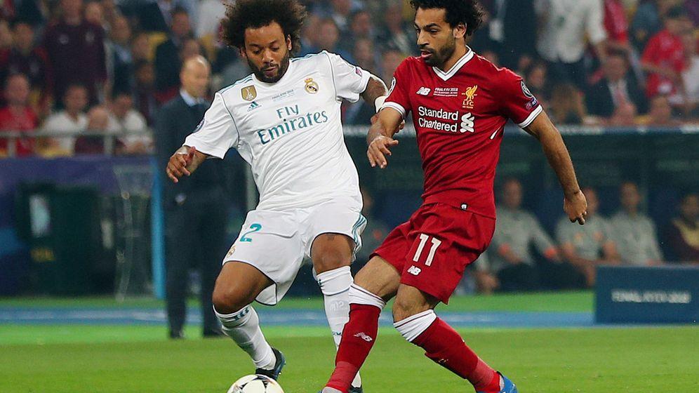Foto: Marcelo, ante Salah, en la final de la Champions contra el Liverpool en 2018. (Reuters)