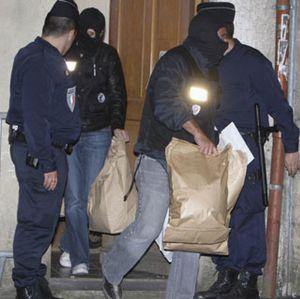Aparece una quinta pistola en el registro del piso de Burdeos, que se ha prolongado durante 16 horas