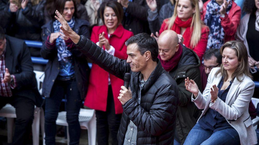 Foto: El ex secretario general del PSOE Pedro Sánchez, durante una visita realizada a Xirivella (Valencia), el pasado 26 de noviembre. (EFE)