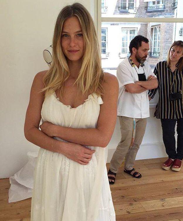 Foto: Bar Refaeli muestra su vestido de novia (Instagram)
