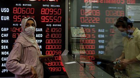 La lira turca se desploma un 17% tras la destitución del jefe del banco central