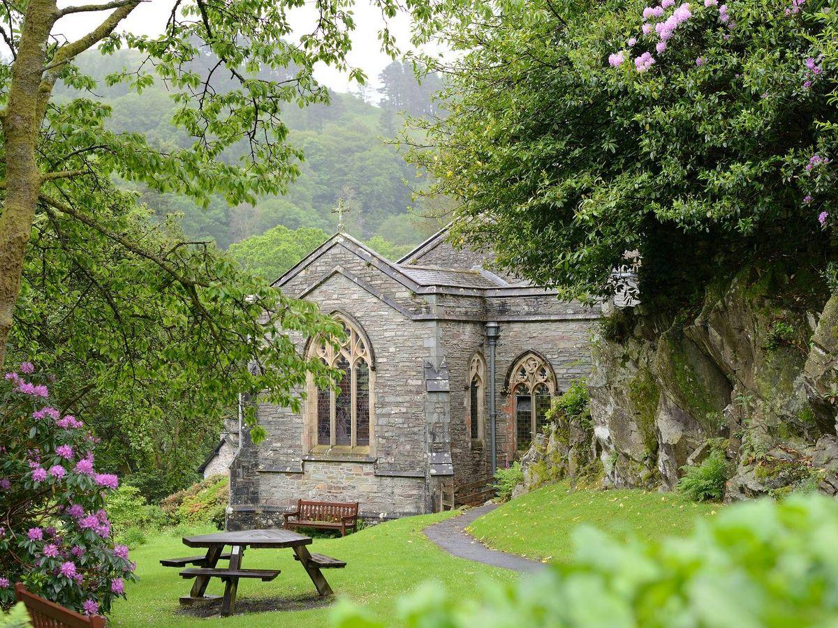 Foto: Una iglesia en Inglaterra. (Pixabay)
