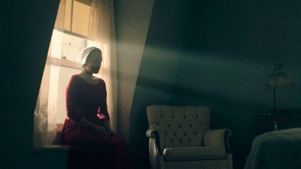'El cuento de la criada' es una gran serie de HBO pero... ¿me leo antes el libro?