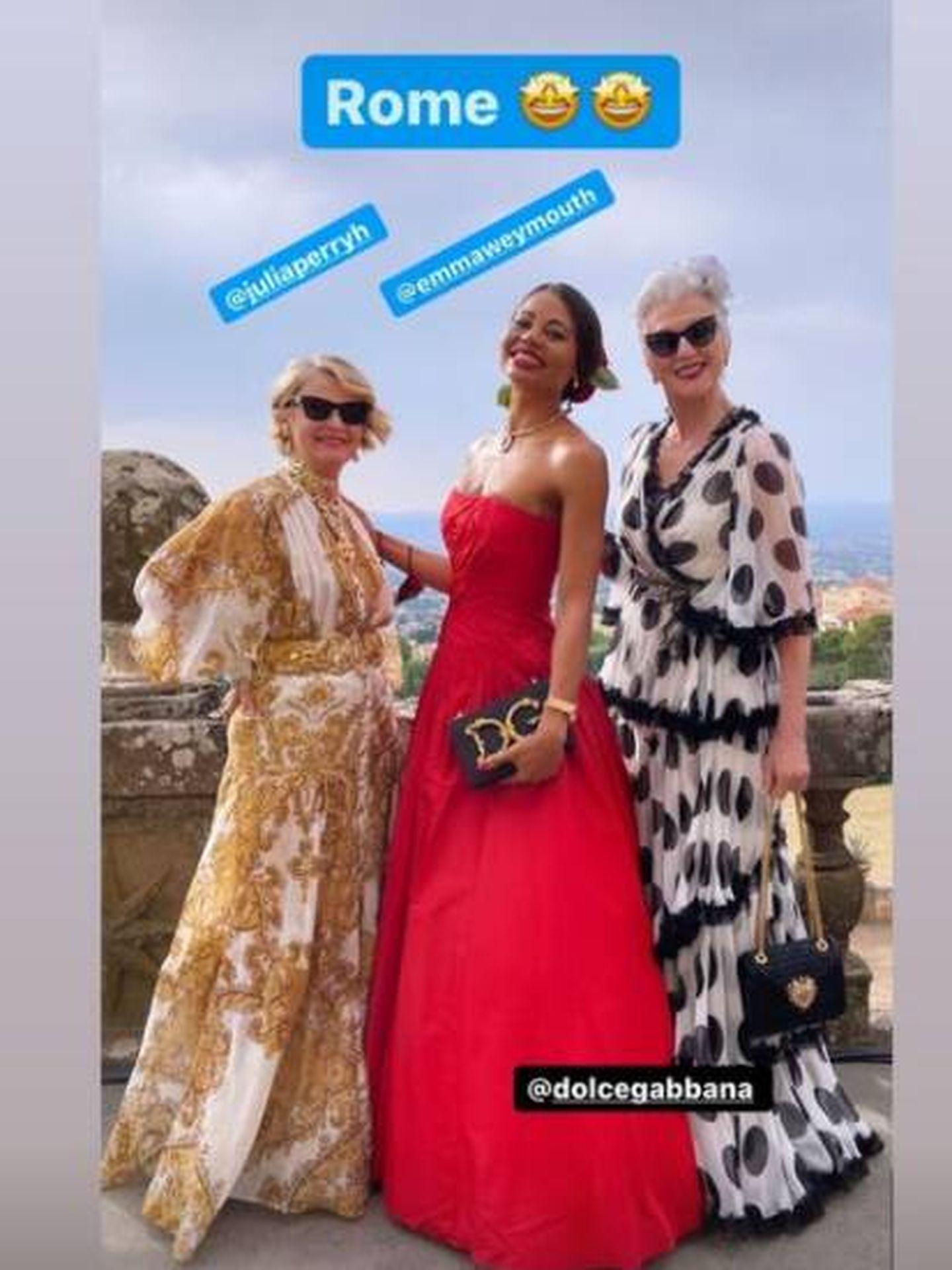 La vizcondesa Emma Weymouth con vestido rojo de Dolce & Gabbana. (IG)