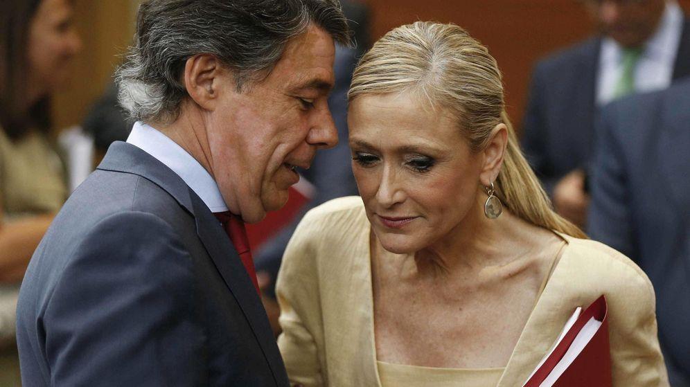 Foto: Ignacio González, junto a Cristina Cifuentes, actual presidenta de la gestora de Madrid. (EFE)