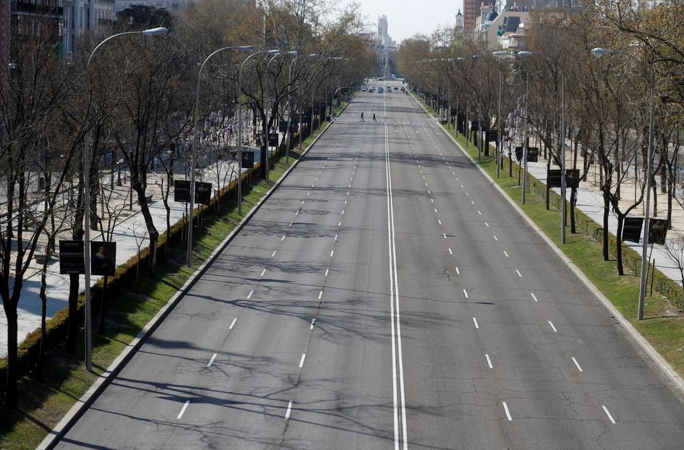 Foto: El paseo de la Castellana, en Madrid, este 14 de marzo desierto casi por completo. (EFE)