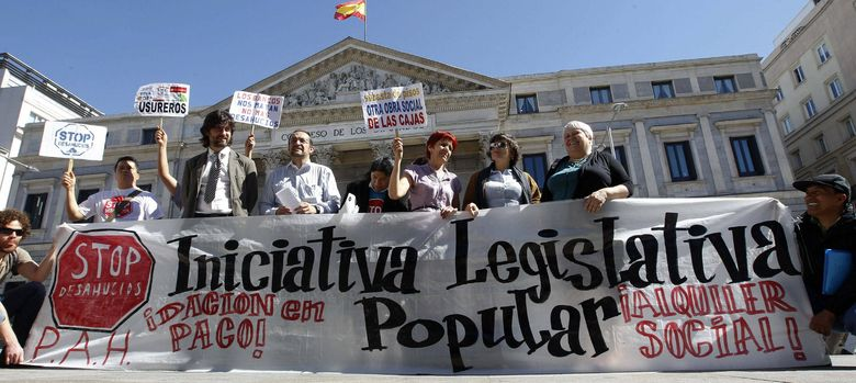 Foto: Protesta de afectados por las hipotecas en el Congreso (EFE)