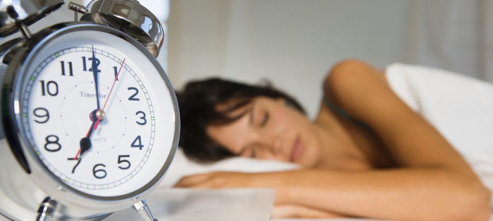 Foto: Las personas que responden a la tipología de 'alondras' son aquellas que tienen más facilidades para levantarse temprano. (Corbis)