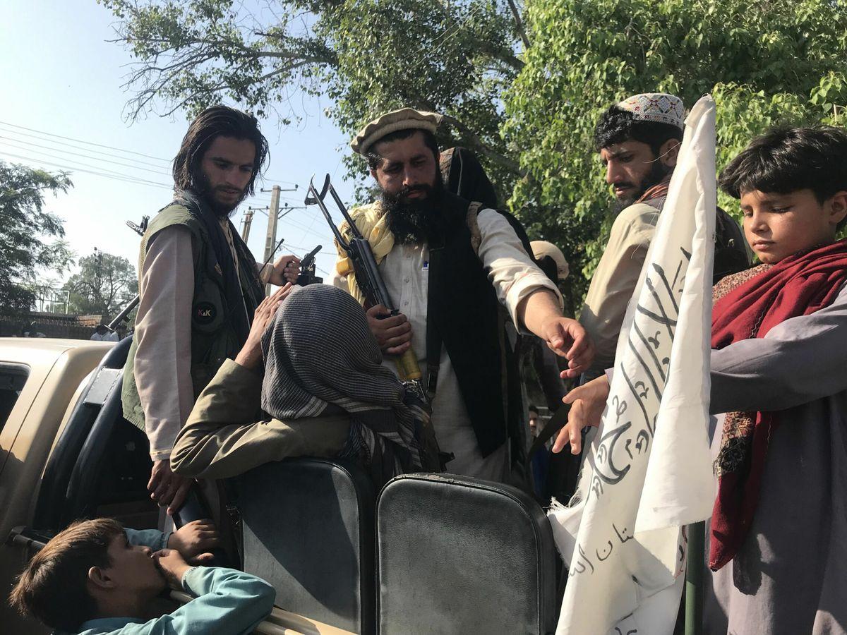 Foto: Talibanes en Jalalabad (Afganistán). EFE