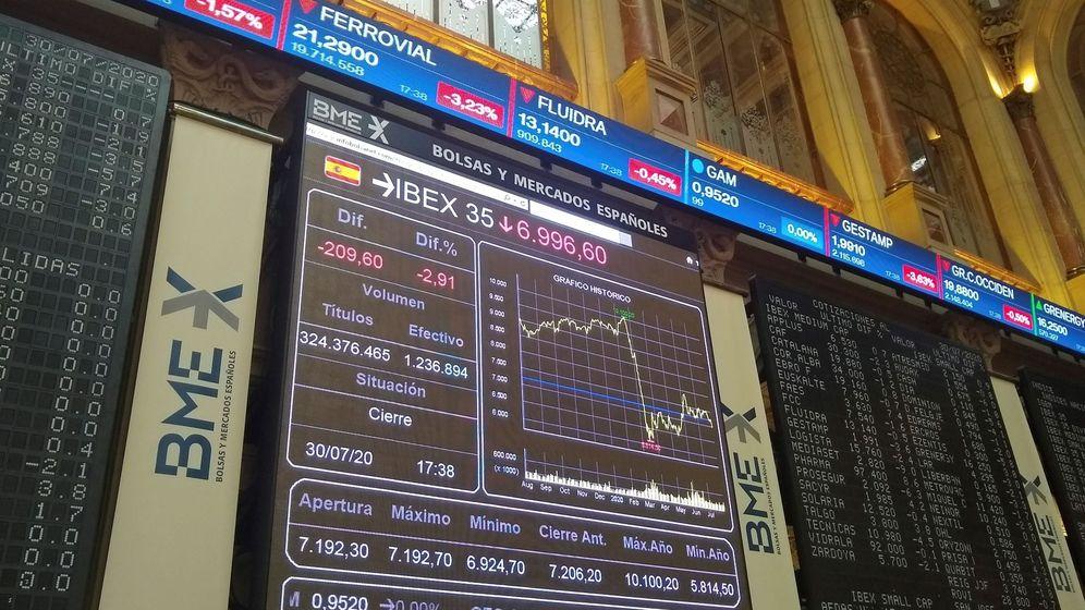 Foto: Pantallas de evolución del Ibex en la bolsa de Madrid. (EFE)