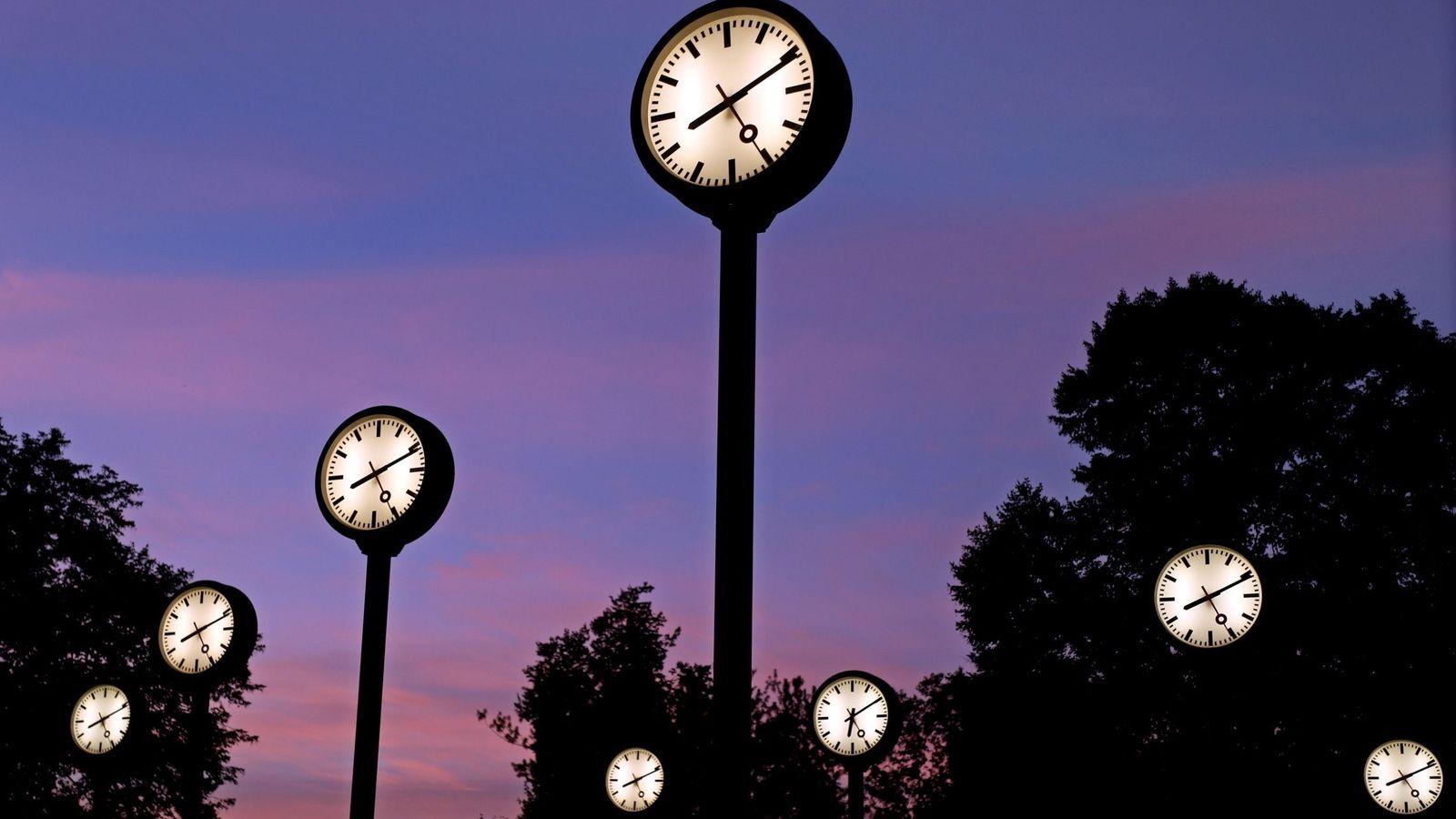 Foto: El horario de invierno entrará durante la madrugada de este sábado. (EFE)