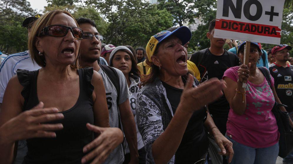 Foto: Manifestaciones en Venezuela contra la decisión del Tribunal Supremo venezolano. (EFE)