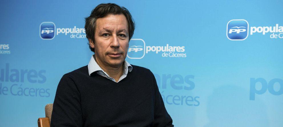 Foto: El vicesecretario de Organización y Electoral del PP, Carlos Floriano, posa durante la entrevista con Efe, en Cáceres. (Efe)