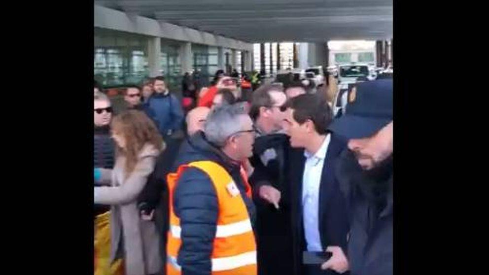 Los taxistas insultan y amenazan a Albert Rivera en Madrid: ¡Eres un golfo!