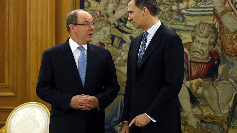 Foto: Alberto de Mónaco y Felipe VI en el palacio de la Zarzuela (EFE)