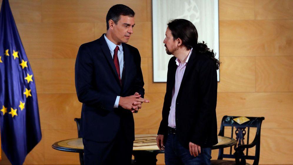 Foto: El presidente del Gobierno, Pedro Sánchez (i), y el líder de Podemos, Pablo Iglesias, durante una ronda de consultas para la investidura. (EFE)