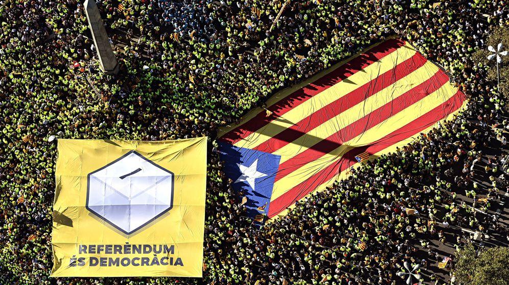 Foto: Fotografía aérea facilitada por la ANC de los miles de personas que abarrotaron el paseo de Gracia de Barcelona durante la manifestación convocada con motivo de la Diada. (EFE)