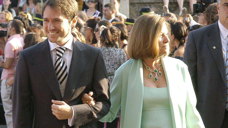 Manuel Martos, junto Natalia Figueroa el día de su boda con Amelia Bono. (EFE)