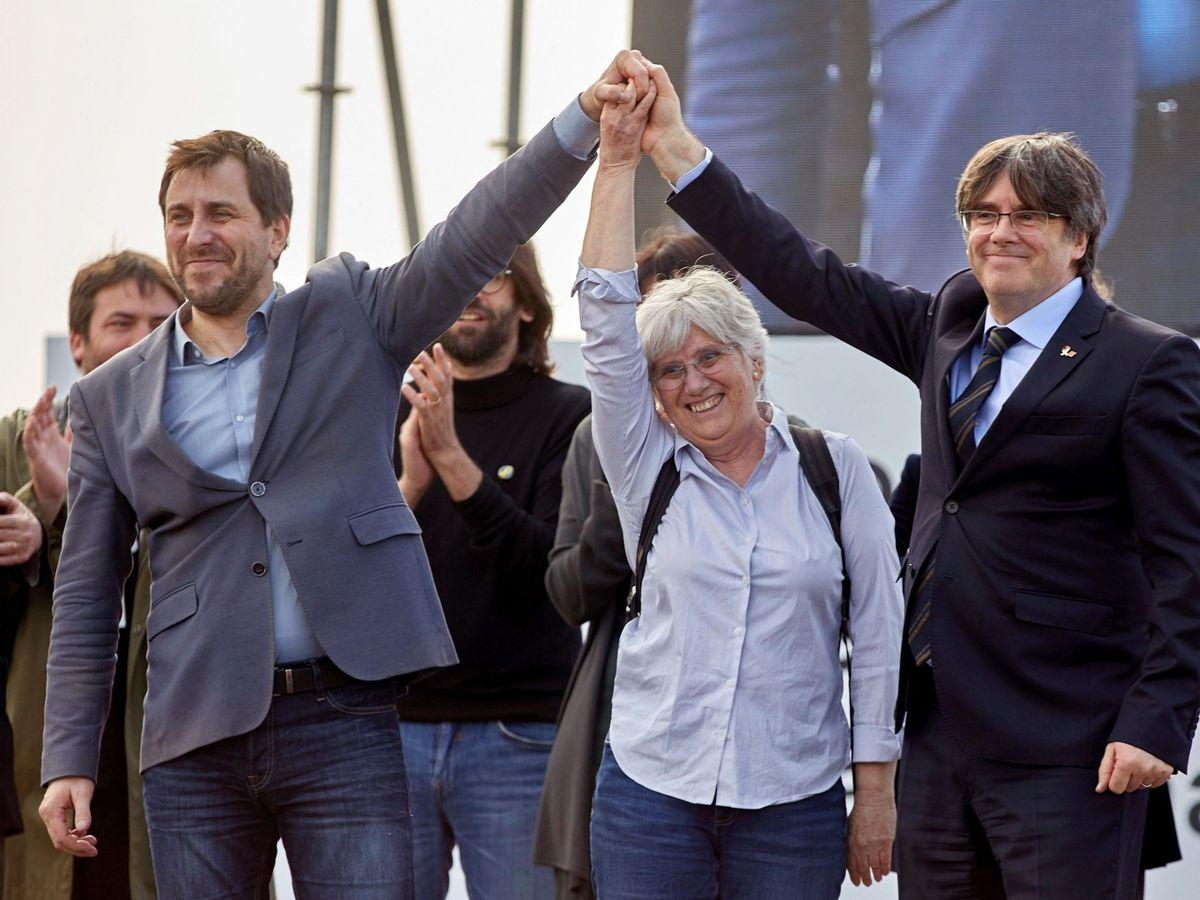 Foto: Carles Puigdemont, Toni Comín y Clara Ponsatí, en Perpiñán. (EFE)