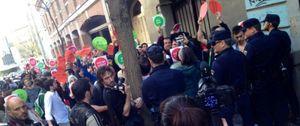 Nuevo viernes de escrache: más de cien personas rodean una supuesta casa de Montoro