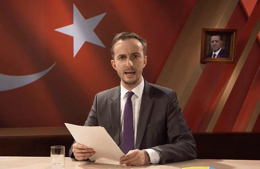 Foto: Captura de pantalla del vídeo en el que Jan Böhmermann lee su poema satírico