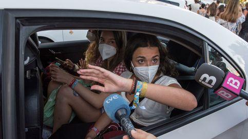 Los más de 170 alumnos con PCR negativa abandonan Mallorca: Era un peligro estar aquí