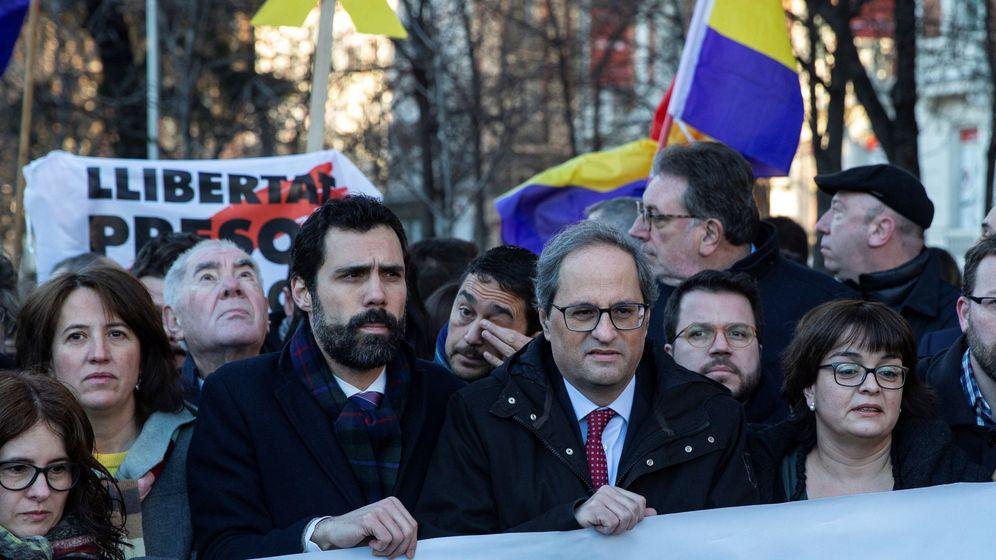 Foto: Roger Torrent (izquierda) y Quim Torra, en una manifestación independentista. (EFE)