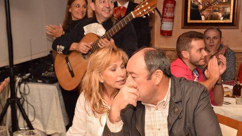 María de Mora, la mujer que sonríe junto al ex de Carmen Martínez-Bordiú