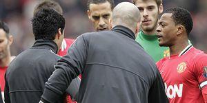 Suárez reduce el Manchester-Liverpool a un mal gesto y reaviva la rivalidad entre los equipos