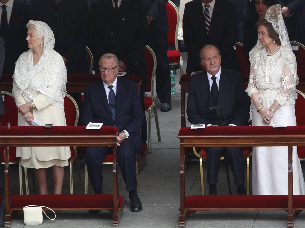 Foto: Los reyes eméritos belgas y los eméritos españoles. (Cordon Press)