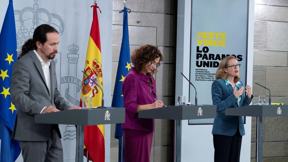 Foto: Pablo Iglesias, María Jesús Montero y Nadia Calviño, explicando esta medida. (EFE)