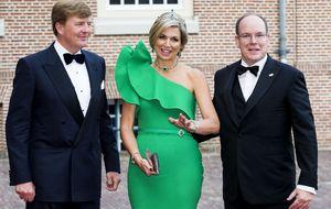 Máxima de Holanda y María León, unidas por un vestido de 3.845 euros