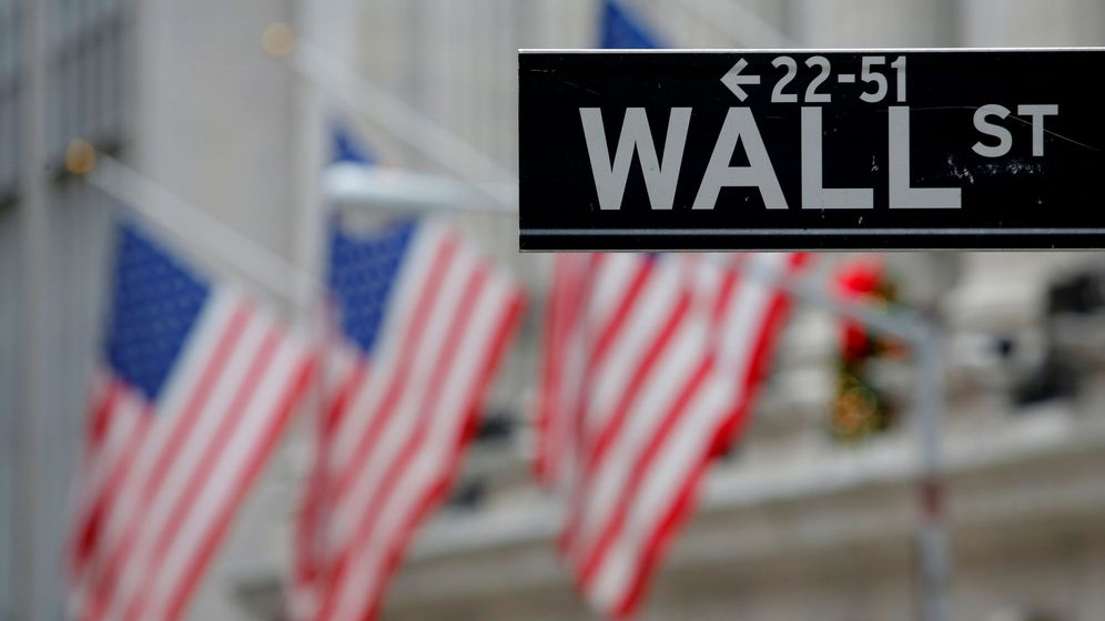 Foto: File photo: a street sign for wall street is seen outside the new york stock exchange in manhattan, new york city