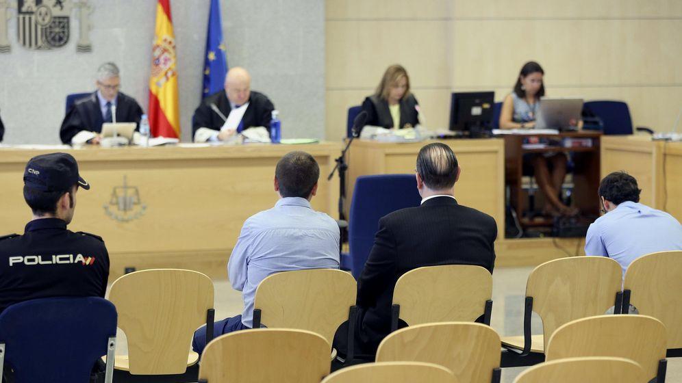Foto: La Audiencia juzga a tres miembros de Falange y Tradición por los delitos de amenazas y daños terroristas en pueblos de Navarra en 2009. (EFE)
