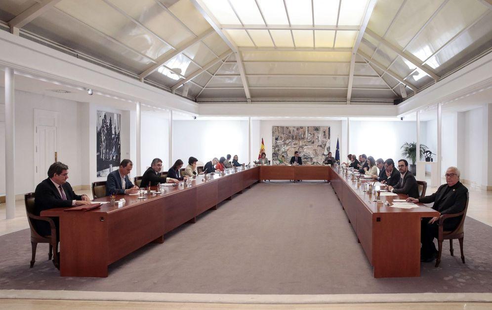 Foto: Pedro Sánchez preside el Consejo de Ministros extraordinario convocado para aprobar el decreto de alarma, este 14 de marzo. (EFE)