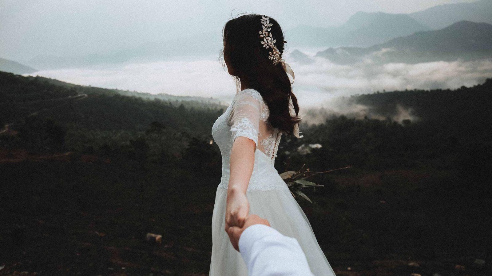Foto: El vestido de tus sueños está al alcance de tu mano, concretamente a un clic. (Unsplash)