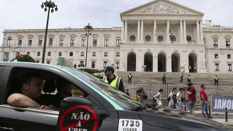 La guerra del taxi llega a Portugal: el Gobierno aprueba su ley a favor de las VTC
