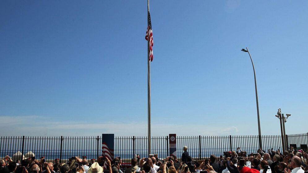 Foto: Un momento del izado de la bandera de EEUU en Cuba (EFE/Dpto. Estado EEUU)