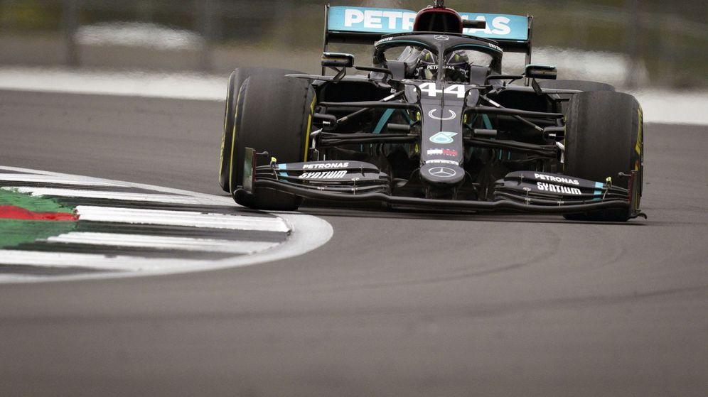 Foto: Lewis Hamilton fue el más rápido de la segunda sesión de libres en Silverstone. (EFE)
