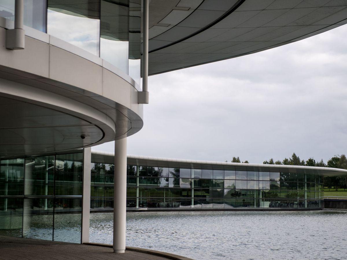 Foto: El Mclaren Technology Centre en Woking, la sede del equipo británico (REUTERS)