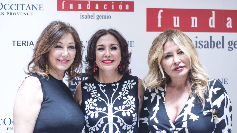 """Isabel Gemio """"vende"""" los vestidos de Ana Rosa Quintana, Anne Igartiburu y Campos"""