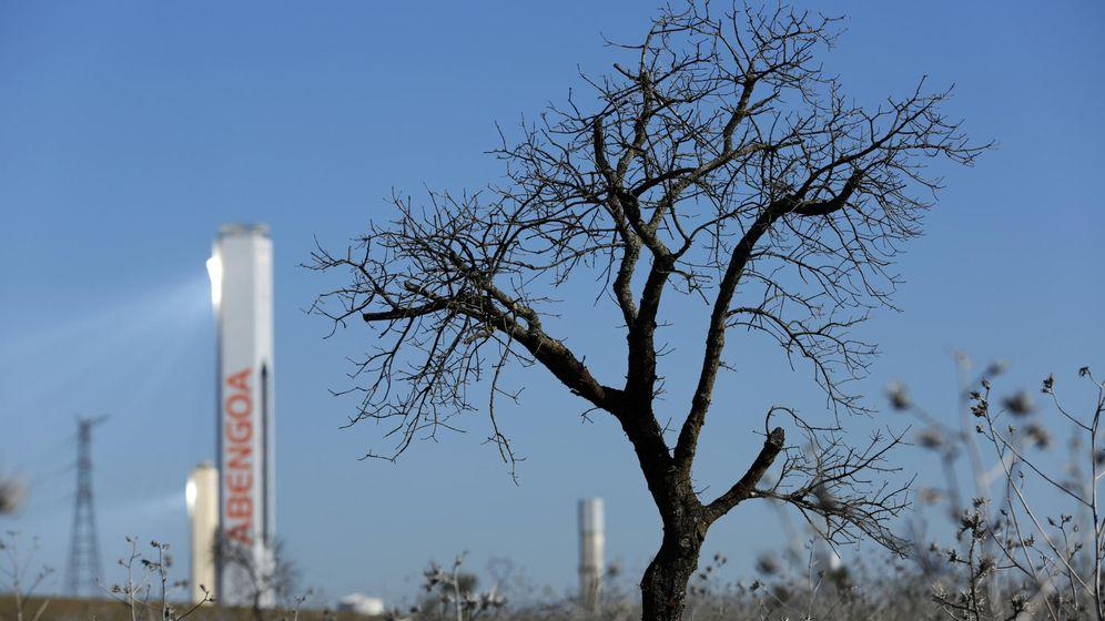 Foto: Torre de una de las plantas solares de Abengoa. (Reuters)