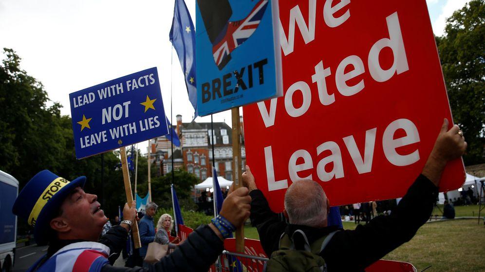 Foto: Protestas a las puertas del Parlamento británico, en Londres. (Reuters)