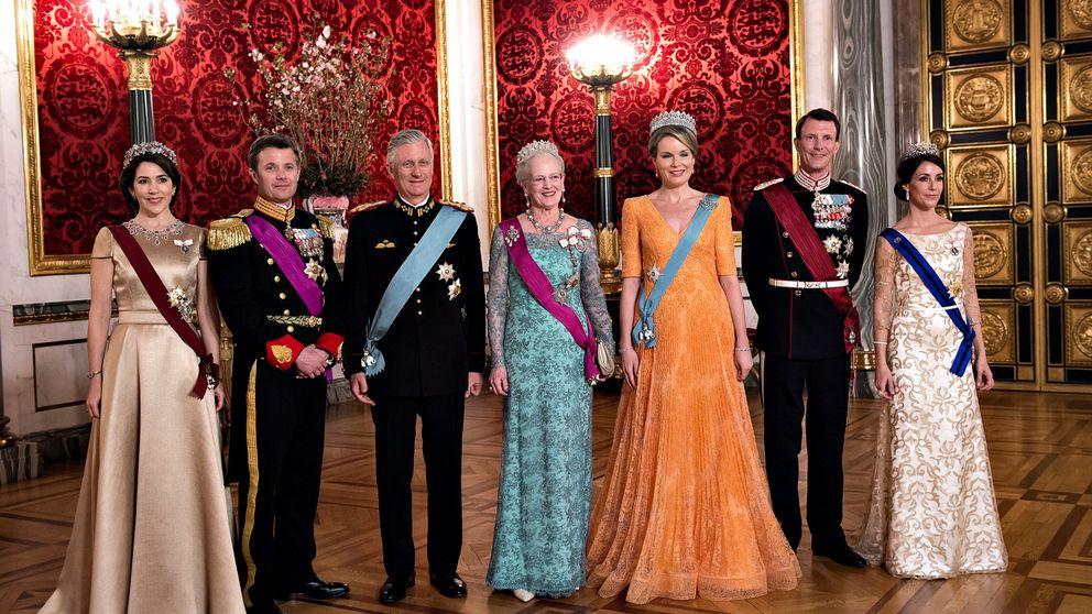 Y de Holanda el glamour se traslada a Dinamarca: los looks de Mary y Matilde