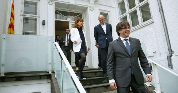 """Puigdemont denuncia una operación para """"crispar"""" antes del referéndum"""