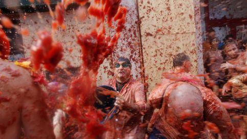 La Tomatina tiñe de rojo las calles de Buñol en su 70 cumpleaños