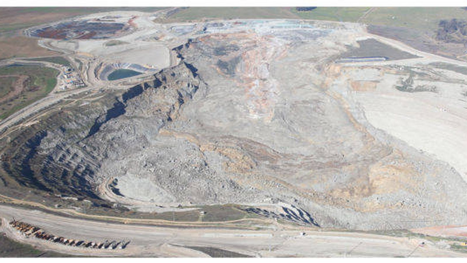 Foto: Derrumbe en la corta de la mina Las Cruces al norte de Sevilla. (Ecologistas en Acción)