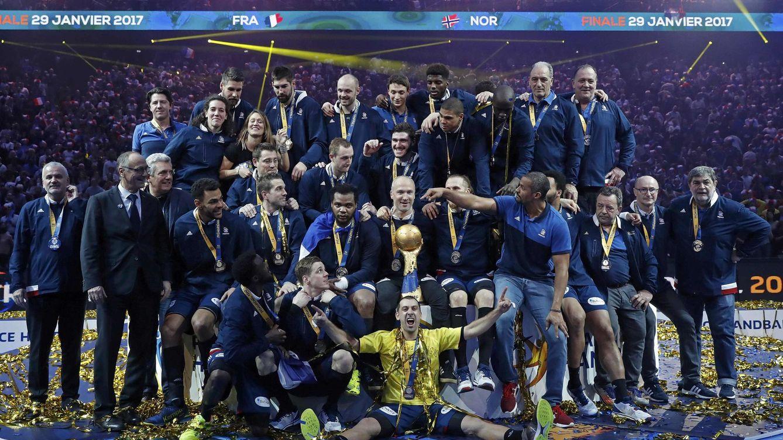 Foto: La selección francesa posa con el título mundial (Benoit Tessier/Reuters)