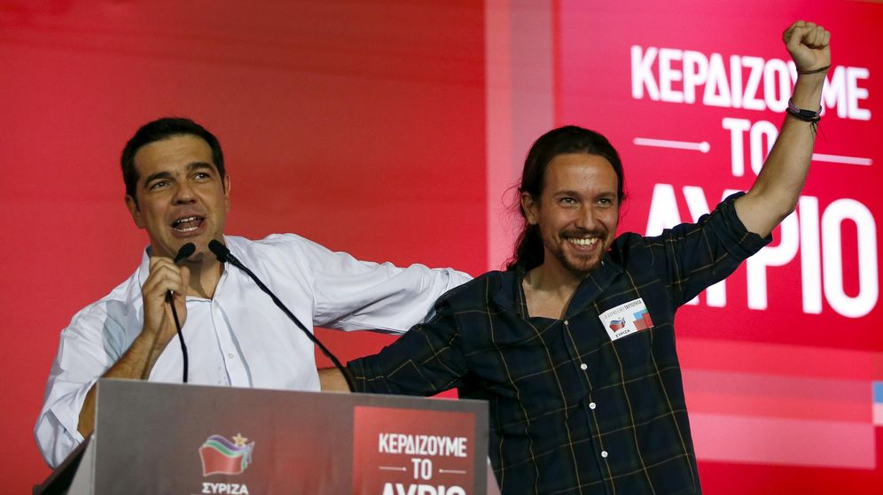 Foto: Alexis Tsipras y Pablo Iglesias, durante el mitin de cierre de la campaña griega en septiembre de 2015. (Reuters)