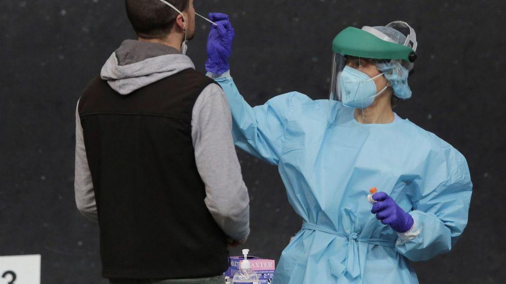 Foto: Realización de una PCR en País Vasco. (EFE)
